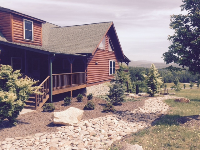 Gorgeous log home cabin for sale - not farm from TIEC, with amazing views and rental potential